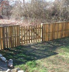 DIY Wooden Pallet Fence: Exterior Home Renovation - Pallet Diy Wood Pallet Fence, Wooden Pallet Projects, Diy Fence, Pallet Crafts, Backyard Fences, Fence Ideas, Pallet Ideas, Wooden Fence, Yard Fencing