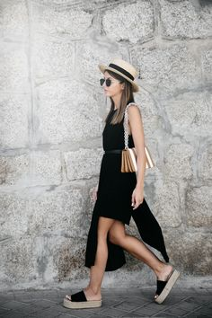 MASSIVE ESPADRILLES - Lovely Pepa by Alexandra. Black dress+black plattform sandals+camel and white shoulder bag+straw hat+round sunglasses. Summer outfit 2016