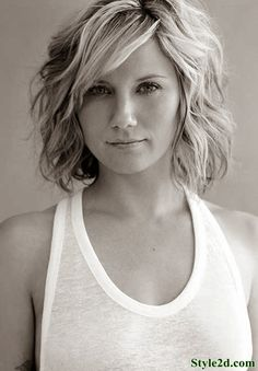 Might be time to cut my hair. Love this style and length.