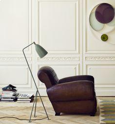 """DE ZAAK Design en Advies - Bureaulamp Grasshopper van het Deense merk Gubi komt uit de """"The Grossman Collection"""" ontworpen door Greta Grossman. De lamp heeft een industriële look en is prachtig afgewerkt. Gubi BL 3 Original Afmetingen: H: 125,5 cm x B: 43,5 cm Kleuren: Warm grij"""