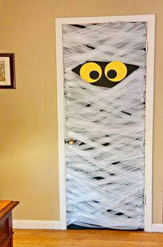Halloween door decorations turn any door into a spooky entrance. This mummy door decoration is super easy to do and perfectly eerie to behold. Diy Halloween Door Decorations, Halloween Classroom Door, Dorm Door Decorations, Halloween Home Decor, Scary Halloween, Halloween Crafts, Halloween Party, Halloween Dance, Halloween Window