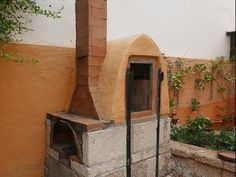 YouTube. An excellent Spanish language video on building your own kiln. Easily understood.