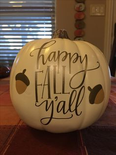 DIY Fall pumpkins with vinyl Fall Pumpkin Crafts, Diy Pumpkin, Pumpkin Ideas, Thanksgiving Crafts, Fall Crafts, Holiday Crafts, Holiday Fun, Halloween Vinyl, Halloween Pumpkins