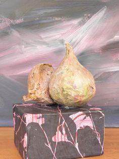 Seeligkeitssachen, Zwiebeln aus Papiermaché, #onions #papermaché #zwiebel #kunstobjekt