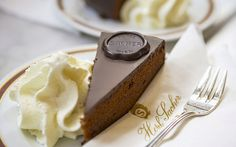 Sachertorte, a torta de chocolate mais famosa de Viena | Vídeos e Receitas de Sobremesas