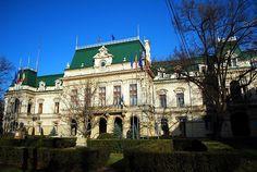 Palatul Roznovanu, Iasi este un monument de arhitectură construit în deceniile 7 - 10 ale secolului XVIII-lea, în Iași.
