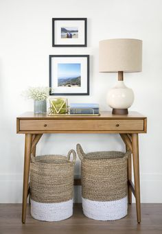 Love the two big baskets under the modern desk! Family Room Decorating, Foyer Decorating, Farmhouse Style Decorating, Decorating Your Home, Decorating Ideas, Decor Ideas, Home Living Room, Living Room Decor, Bedroom Decor