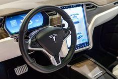 """Tesla Model X (Foto: Getty Images)  Espera-se que a Tesla realize este mês o recall de 158 mil unidades do Model S fabricados entre 2012 e 2018 e do utilitário Model X, entre 2016 e 2019. A decisão se relaciona a problemas do computador de bordo instalado em ambos os modelos. saiba mais A bicicleta elétrica amarela de Pharrell Williams está fazendo sucesso e nós explicamos o motivo """"Tesla é a Blackberry ou a Samsung"""": analistas ques"""