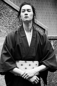 The Kimono Gallery Japanese Men, Japanese Models, Japanese Kimono, Japanese Fashion, Men's Yukata, Male Kimono, Men's Kimono, Japanese Lifestyle, Japanese Costume