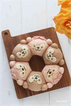 ダッフィー&シェリーメイのちぎりパン*キャラパン*作り方 Duffy The Disney Bear, Pull Apart Bread, Happy Friends, Bento Box, Something Sweet, Food And Drink, Kawaii, Cooking, Japanese Desserts