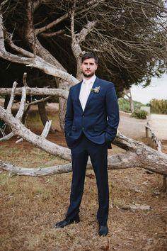 Marta und Joaquin: Rosmarin & Zitronen als Hochzeitsthema GABRIELA RAMIREZ http://www.hochzeitswahn.de/inspirationen/marta-und-joaquin-rosmarin-zitronen-als-hochzeitsthema/ #wedding #beach #groom