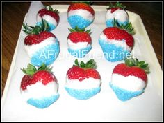 Fourth of July Treat: Red, White, and Blue Strawberries! #4thofJuly #FourthofJuly #4thofJulyfood www.afrugalfriend.net