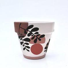 Painted Plant Pots, Painted Flower Pots, Flower Pot Art, Pottery Painting Designs, House Plants Decor, Painted Wine Glasses, Terracotta Pots, Clay Pots, Potted Plants