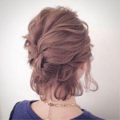 短めヘアさんに♡夏のイベントで華やか見えする「抜け感アレンジ」10選 - LOCARI(ロカリ)