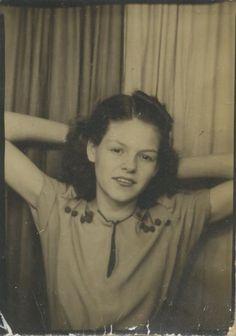 Vintage 1940s photobooth image