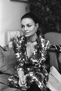 A young DVF. Inspired to have a career with the longevity and sense of purpose like Diane. Fashion Mode, 70s Fashion, Fashion Beauty, Vintage Fashion, Fashion 2018, Studio 54, Diana, Bags Travel, Vintage Mode