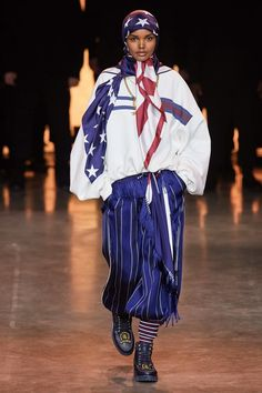 TommyNow Spring 2020 Ready-to-Wear Fashion Show - Vogue Vogue Paris, Beautiful Models, Beautiful Dresses, Autumn Fashion Casual, Professional Women, Fashion Show Collection, Casual Street Style, Mannequins, Daily Fashion