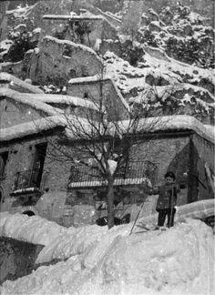 Comune di Roccacasale: Bambino con gli sci (1956)