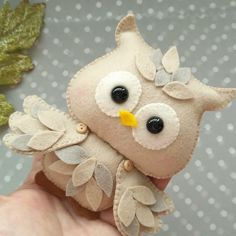 It is a wonderful day to open your eyes and get surprised by life. Owl by This little owl wants to wish you nice weekend. DIY link in bio. Felt Owls, Felt Birds, Felt Animals, Felt Patterns, Bird Patterns, Felt Crafts Diy, Sewing Crafts, Felt Flowers, Fabric Flowers