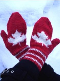 Maple Leaf mitten