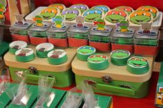 Hoje tem Festa Tartarugas Ninja, uma decoração encantadora!!Apaixonada por todos os detalhes desta linda festa.Imagens Sweet Memories Party Designs.Lindas ideias e muita inspiração.Bjs, F...