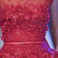 ملاحظة : للطلب والاستفسار ولمعرفة الاسعار نرجو التواصل على الواتس اب او الخاص Note : to order or for more inquiries please DM or contact us via whatsapp by adding this number 00971564427637 #fashion #fabrics #fabric #textiles #tessuti #silk #haute_couture #collection #design #2015 #eliesaab #elie_saab #zuhair_murad #zuhairmurad #tonyward #tony_ward #chanel #valentino #فستان #اقمشه #ايلي_صعب #زهير_مراد #مصممه #مصمم #فساتين