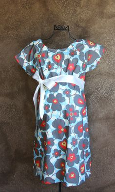 Cute hospital gown...definitely need this for the next baby! Hated that gown they had me in last time!