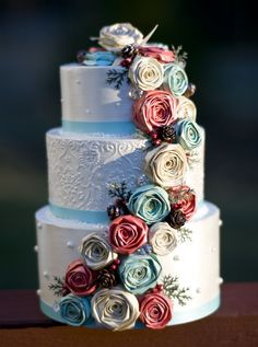 WOW, just love this paper mache box wedding cake!