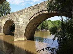Roquebrune-sur-Argens: L'ancien pont de l'Argens - France-Voyage.com