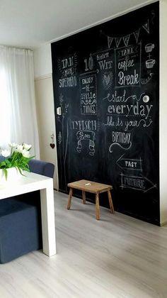 Bekijk de foto van typischroos-nl met als titel Als je van verandering houdt dan is een blije schoolbordverf muur de perfecte muur   en andere inspirerende plaatjes op Welke.nl.
