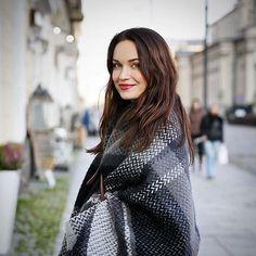 Uśmiecham się do Was, bo fajne rzeczy planuję na grudzień  a to już tak blisko ❤️ #plansfordecember #cantwait #blueiceberg #icewear #poncho #scarf #warsaw #warszawa #poland #polska #chlodna #fashion #style #cozy