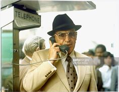 american-actor-telly-savalas-speaks-on-a-pay-telephone-in-an-epsiode-picture-id81165162 (1024×798)