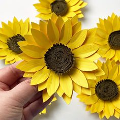 How To Make Sunflower, Sunflower Crafts, Paper Sunflowers, Tissue Paper Flowers, Handmade Flowers, Diy Flowers, Sunflower Template, Paper Art, Paper Crafts