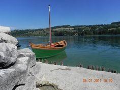 """Lac de Paladru, jolie escale voile-aviron pour cette nacelle latine. """"Hier haben wir schöne Tage verbracht"""", écrit l'Auteur (Klaus Wannagat)"""