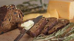 Te-brød med figner og mandler er en lækker dansk opskrift fra Go' morgen Danmark, se flere brød og boller på mad.tv2.dk