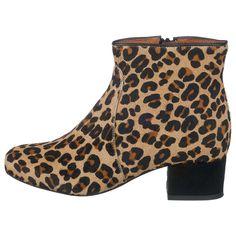 Die BUFFALO Stiefeletten werden mit ihrer Fell-Oberfläche im Leo-Design zum absoluten Blickfang. Der Blockabsatz erscheint in Raulederoptik und ergänzt damit das extravagante Design. Booty, Ankle, Bags, Shoes, Design, Fashion, New Shoes, News, Totes