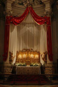 The altar of repose at St John Lateran. Corpus Christi, Church Altar Decorations, Flower Decorations, Catholic Altar, Catholic Churches, Holy Thursday, Altar Flowers, Old Country Churches, Throne Chair