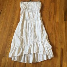 Short maxi dress. 100% cotton, white in very good condition, says a Large, can fit a SMALL, I wear a size 5. Wore it once and fits very comfortably. Halter top, stretches comfortably with a criss cross back. Perfect for summer BBQ's. Dresses Midi