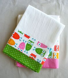 Kitchen towels with owl pink and green by SeamlessExpressions