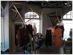 De vormen van het plafond komen terug in de display