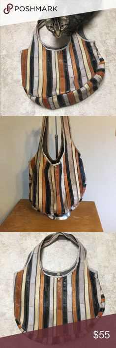 Vintage inspired Leather hobo bag. Can be worn with brown or black or light colors. Vintage inspired hobo bag. Bags Hobos