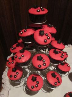 black and red wedding cupcakes