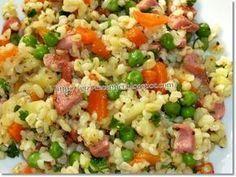 Bulgursaláta Tzatziki, Valeur Nutritive, Fried Rice, Fries, Ethnic Recipes, Food, Roasted Vegetable Salad, Meal, Eat