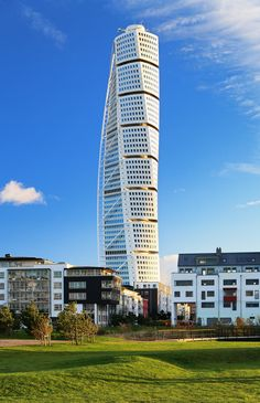 #UnusualBuildings - Turning Torso- Malmö‎, #Sweden. Designed by Santiago Calatrava, the Turning Torso is the tallest residential building in all of Sweden. From the bottom to the top, the building twists a full 90 degrees.