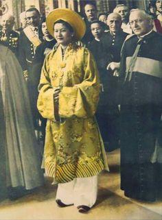 https://flic.kr/p/hk92yZ | Vatican 1939 - Hoàng hậu Nam Phương | Hoàng hậu cuối cùng trong lịch sử Việt Nam.  Hoàng hậu Nam Phương viếng thăm Vatican năm 1939: [http://www.flickr.com/photos/13476480@N07/10270541653/]