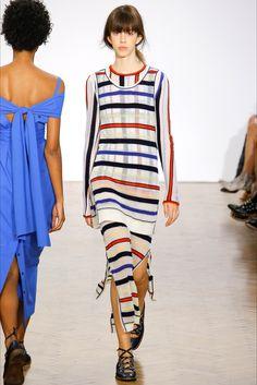 Guarda la sfilata di moda Pringle of Scotland a Londra e scopri la collezione di abiti e accessori per la stagione Collezioni Primavera Estate 2017.