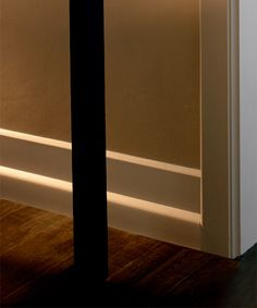 Modern crown molding ideas art deco molding art deco for Mid century modern baseboard
