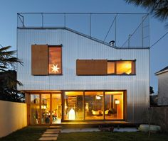 """House extension in Nantes (France) Extending a house means reducing the exterior space of a plot. The theme of the project that we developed for the """"landscape house"""" is the restitution of an exterior space. Modern Exterior, Exterior Design, House Extension Design, Casa Patio, Hot House, Courtyard House, Pergola With Roof, Corrugated Metal, Rooftop Terrace"""