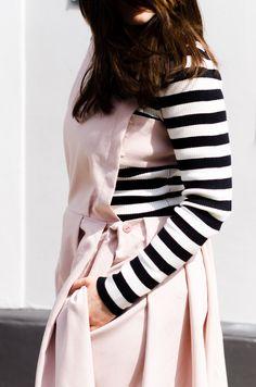 Shop the Look!  //Pullover – Essentiel Antwerp / Kleid – ASOSWHITE / Boots – Balenciaga/ Armreif – About You//