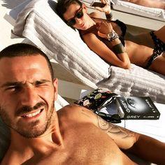 #LeonardoBonucci Leonardo Bonucci: Dalla Puglia with LOVE!!! @martinazoev #relax #ioete